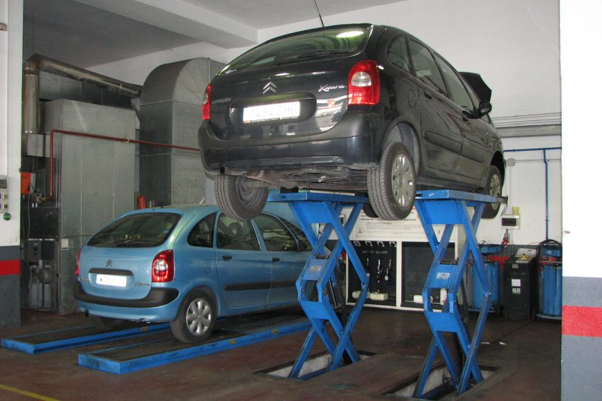 Automobile Repair Service Shop in Los Angeles